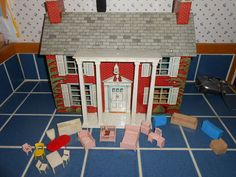 Vintage Marx Tin 2 Story Colonial Dollhouse w Covered Front Porch, never have seen this one!