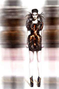 Dressing Björk: Γνωρίστε σχεδιαστής μόδας Iris Van Herpen   οι δημιουργοί του έργου