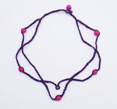 https://flic.kr/p/sgh3zw | collar dakini tejido | Collar color púrpura brillante, tejido con ganchillo, con ágatas fucsia