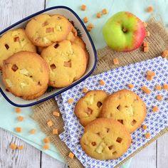 Deze appel-karamel koeken zijn het ultieme koekjesrecept voor het najaar. Heerlijke brosse koeken met smeuïge stukjes karamel en frisse blokjes appel.