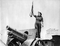 Woman with a rifle near a canon. Spanish civil war. Barcelona, 1936| by Nationaal Archief