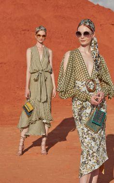 Get inspired and discover Silvia Tcherassi trunkshow! Shop the latest Silvia Tcherassi collection at Moda Operandi. Fashion 2020, Fashion Trends, Fashion News, Mode Chic, Mode Inspiration, Looks Style, Chiffon Dress, Ideias Fashion, Spring Fashion