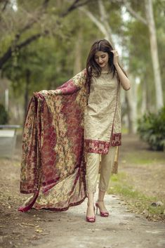 Ayaree is an online shop committed to bring latest women's Indian & Pakistani Dresses, Salwar Kameez, Kurti, Chffon Suits, Party Wear at Best Price. Pakistani Casual Wear, Pakistani Formal Dresses, Pakistani Dress Design, Pakistani Outfits, Pakistani Clothing, Indian Outfits, Stylish Dresses For Girls, Stylish Dress Designs, Designs For Dresses