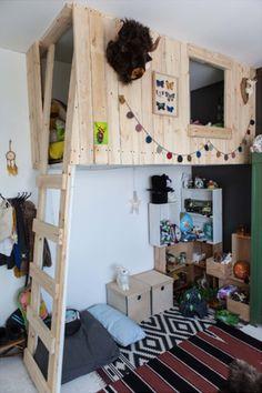 Chambre d'enfant avec lit mezzanine / cabane suspendue (rajouter plantes qui pend)