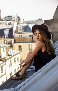 Find images and videos about girl, beauty and paris on We Heart It - the app to get lost in what you love. Parisienne Chic, Looks Style, Style Me, Paris Photoshoot, Paris Rooftops, Paris Mode, French Chic, French Style, Parisian Style