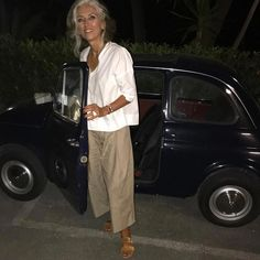 fashion over 50 women shoes over 50 - fashion over 50 women shoes over 50 - Fashion For Women Over 40, 50 Fashion, Fashion Outfits, Fashion Tips, Fashion Trends, Fashion Weeks, London Fashion, Style Fashion, Mode Outfits