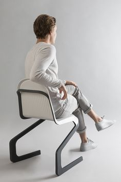 industrial designer frederic rätsch and specialist for performance materials DuPont created the double cantilever chair with high performance plastics.