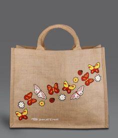 Como Fazer uma Bolsa de Juta.   FTP - O Artesanato que Você Pode Fazer! Hessian Bags, Jute Tote Bags, Patchwork Bags, Quilted Bag, Decorating Flip Flops, Painted Bags, Sewing Art, Bag Organization, Fabric Painting