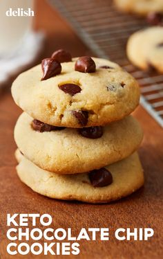 This chocolate chip cookie recipe is keto perfection. Keto Smoothie Recipes, Healthy Dessert Recipes, Baking Recipes, Delicious Desserts, Yummy Food, Keto Recipes, Keto Chocolate Chip Cookie Recipe, Keto Chocolate Chips, Instant Recipes