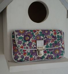 Tendance Sac 2018 Description DIY pochette tutorial- a petit pouch to slip into your pocket – Liberty Betsy fabric Diy Pochette, Diy Sac, Fabric Purses, Pouch Tutorial, Couture Sewing, Sewing Accessories, Free Sewing, Sewing Diy, Sewing Tutorials
