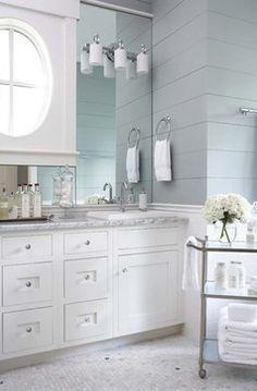 Elements Of A Cape Cod Bathroom Design For A Luxurious Small Bathroom Classic House, Bathroom Styling, Traditional Bathroom, Bathroom Inspiration, Bathroom Decor, Cape Cod Bathroom, Bathroom Design, Remodel Bedroom, Luxury Interior Design