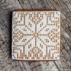 Har du strikkedilla? Da er dette pepperkaken for deg! Dette er en morsom måte å pynte pepperkaker/kjeks på. Det er enklere enn man skulle tro, men noe tidkrevende. Dutrenger selvfølgelig ikke lage så detaljert som denne pepperkaken, og da går det raskere. Jeg legger ved 3 ulike mønster tilåttebladsrosen, i ulike vanskelighetsgrader. Bruk melisglasur til ... LES MER