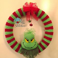 [Free Pattern] This Super-Cool Grinch Wreath Is Clearly One Of A Kind!