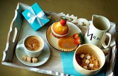 Tiffanys for Breakfast Coffee Break, Coffee Time, Coffee Mugs, Chocolates, Deli Food, Afternoon Tea, Tea Cups, Brunch, Pudding