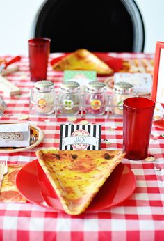 From a DIY pizza station, to super fun place settings, to the most adorable favors, Emily Klaparda shares her tips for hosting a pizza party for kids. Pizza Party Themes, Kids Pizza Party, Kids Party Tables, Pizza Party Birthday, Kids Party Decorations, 10th Birthday, Birthday Ideas, Birthday Parties, Party Ideas