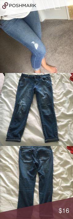 Artisan NY ankle jeans, size 6 Artisan NY distressedankle jeans, size 6, only worn once! Jeans Ankle & Cropped
