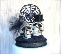 Skull Cake Topper  Goth Wedding     I think I can make this with all Halloween décor out there now.
