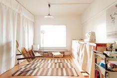 ミシンで縫い物をしたり、時にはリクライニングチェアに座ってのんびりとしたり。#A様邸練馬 #団地リノベ #シンプルな暮らし #アトリエ #日当たり良好 #EcoDeco #エコデコ #インテリア #リノベーション #renovation #東京 #福岡 #福岡リノベーション #福岡設計事務所 Okayama, Curtains, Space, Design, Home Decor, Fashion, Floor Space, Moda, Blinds