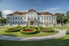 Art Hotel Kaštieľ je jedinečné hotelové zariadenie v barokovom kaštieli, ktoré sa nachádza iba 20 km od Bratislavy, na kraji obce Tomášov. Milan, Mansions, House Styles, Home, Decor, Decoration, Manor Houses, Villas, Ad Home