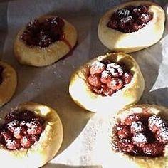 Raspberry Vatrushka Buns Russian Tea Time, Bun Recipe, Russian Recipes, Russian Foods, Thing 1, Winter Food, Winter Meals, Dry Yeast, The Fresh