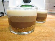 Tarta de tres chocolates con Thermomix. Si la sirves en vasitos individuales es una genial idea como postre para poner el broche final a una comida.