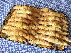 Sýrové česnekové rohlíčky Bread Recipes, Baking Recipes, Czech Desserts, Czech Recipes, Bread And Pastries, How To Make Bread, Vegetarian Recipes, Good Food, Brunch