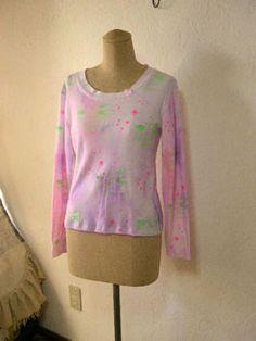 ハンドペイント&シルクスクリーンプリントの長袖Tシャツです。星とくもと雨柄 綿100%ジャージ素材横幅92cm着丈52cm 袖丈54cm 肩幅42cm|ハンドメイド、手作り、手仕事品の通販・販売・購入ならCreema。