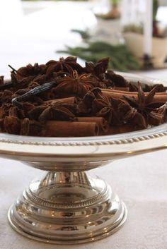 Potpourri - star anise, cinnamon, vanilla pods, cloves.
