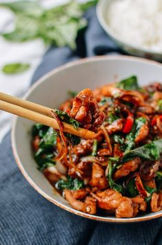Thai Chicken Stir-fry with Basil & Mint Mint Recipes, Asian Recipes, Healthy Recipes, Ethnic Recipes, Healthy Breakfasts, Recipes With Basil, Healthy Snacks, Protein Snacks, High Protein