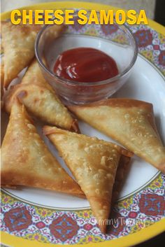 Super easy and cheesy samosa which takes less than 10 mins to make. Veg Recipes, Curry Recipes, Indian Food Recipes, Gourmet Recipes, Snack Recipes, Cooking Recipes, Easy Iftar Recipes, Cooking Tips, Samosas