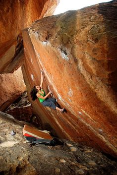 Alex Puccio on Dead Serious V10 in Hueco Tanks
