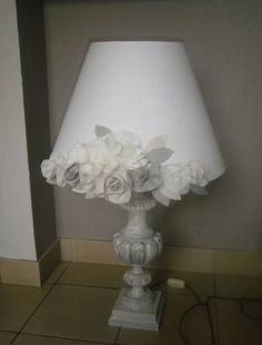 Diy lamp shade makeover shabby chic 60 Trendy Ideas Diy lamp shade makeover shabby chic 60 Trendy Id Shabby Chic Mode, Shabby Chic Style, Shabby Chic Decor, Shabby Chic Lamp Shades, Rustic Lamp Shades, Mery Crismas, Deco Luminaire, Lamp Makeover, Furniture Makeover
