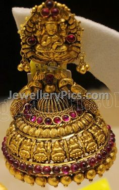 Antique gold lakshmi devi buttalu Older Post Newer Post (With images) Gold Jhumka Earrings, Gold Bridal Earrings, Jewelry Design Earrings, Gold Earrings Designs, Antique Earrings, Emerald Necklace, Gold Temple Jewellery, Gold Jewelry, Antique Jewellery Designs