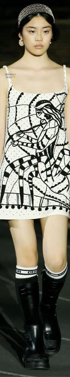 Trendy Rain — Christian DiorResort 2022 Dior Fashion, Couture Fashion, Black White Fashion, Black And White, Peplum Dress, Sequin Skirt, Miss Dior, Facon, Christian Dior