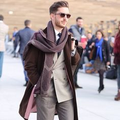 Outfit looking dapper, fashion tips, mens fashion, styli Sharp Dressed Man, Well Dressed Men, Classic Men, Look Man, Looking Dapper, Komplette Outfits, Living At Home, Gentleman Style, Men Looks