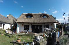 Tihany ősszel is a világ egyik legszebb helye, 25 fotó | CsodalatosBalaton.hu Cabin, House Styles, Home Decor, Decoration Home, Room Decor, Cabins, Cottage, Home Interior Design, Wooden Houses