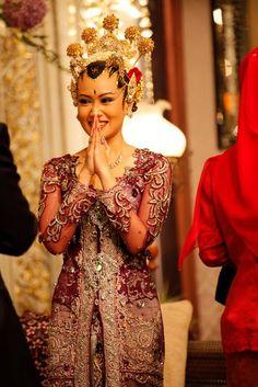 Abito da sposa tradizionale indonesiano