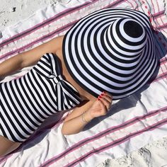 Atlantic-Pacific is a fashion and personal style site by Blair Eadie. Atlantic Pacific, Blair Eadie, Quoi Porter, Nautical Stripes, Nautical Style, Nautical Fashion, Nautical Clothing, Look Retro, Trendy Swimwear