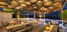 The Surf Lodge is a luxury boutique hotel in Montauk, New York, USA. Restaurant En Plein Air, Deco Restaurant, Outdoor Restaurant, Restaurant Interior Design, Cafe Interior, Cabana Restaurant, Lokal, Cafe Design, House Design