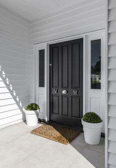 Ideas House Exterior Colors Weatherboard Porches For 2019 House Front Door, House Doors, House With Porch, House Entrance, Facade House, Farm Entrance, Front Porch, Die Hamptons, Hamptons Style Homes
