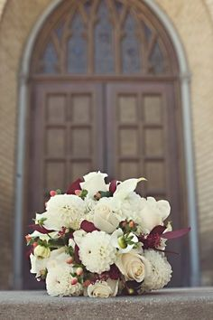 white and a touch of burgundy wedding bouquet Fall Bouquets, White Wedding Bouquets, Bride Bouquets, Flower Bouquet Wedding, Floral Wedding, Wedding Colors, Wedding Ideas, Green Wedding, Wedding Stuff