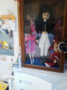 kleine Puppenvitrine