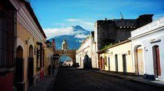 Si está buscando una ciudad colonial para visitar, conozca Antigua http://www.enviajes.com/centroamerica/te-invitamos-a-conocer-la-antigua-en-guatemala-una-magica-ciudad-colonial.html