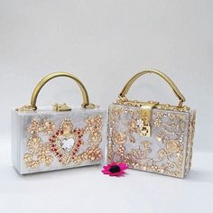 58.00$  Buy here - http://aligkc.worldwells.pw/go.php?t=32779297219 - 2016 Time-limited Sale Hollow Out Hard Dg With Yanbao Diamond Flower Carved Hollow Metal Box Bag Retro Portable Xiekua Package 58.00$