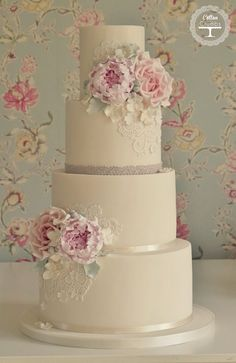 Stunning Vintage Cake by Cotton and Crumbs! Love it x