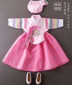 봉황금박복건 Korean Traditional Dress, Traditional Fashion, Traditional Dresses, Korea Fashion, Kids Fashion, Smocked Baby Dresses, Modern Hanbok, Dress Anak, Sewing Kids Clothes