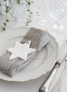 Christmas Table setting in White All Things Christmas, Christmas Time, Christmas Crafts, Christmas Lunch, Scandinavian Christmas, Christmas Table Settings, Christmas Tablescapes, Christmas Place Setting, Table Place Settings