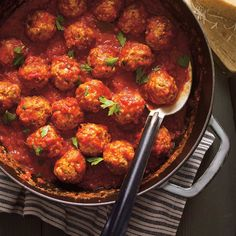 Meatballs in Tomato Sauce (The Best) Meatball Recipes, Meat Recipes, Dinner Recipes, Cooking Recipes, Confort Food, Ricardo Recipe, Easy Homemade Recipes, Sauce Tomate, Food Categories