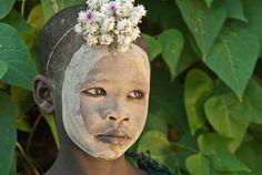 Suri child with flower headdress - Sandy Schepis