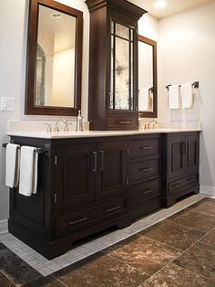 Set off dark cabinets from dark floor with light tile border and light walls. Traditional Bathroom Design, Pictures, Remodel, Decor and Ideas – page 7 Set off dark cabinets from… Bathroom Renos, Master Bathroom, Small Bathroom, Bathroom Cabinets, Bathroom Ideas, Mirror Bathroom, Bathroom Storage, Bathroom Vanities, Bathroom Tower